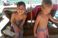 kids_in_sand