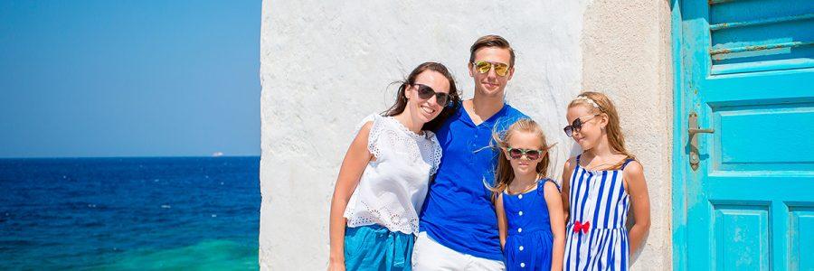 family-vacation-in-europe-on-mykonos-island-in-AEU9D78.jpg